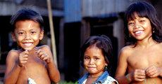 children carps Cambodia (c) Zeb Hogan WWF-Canon.jpg