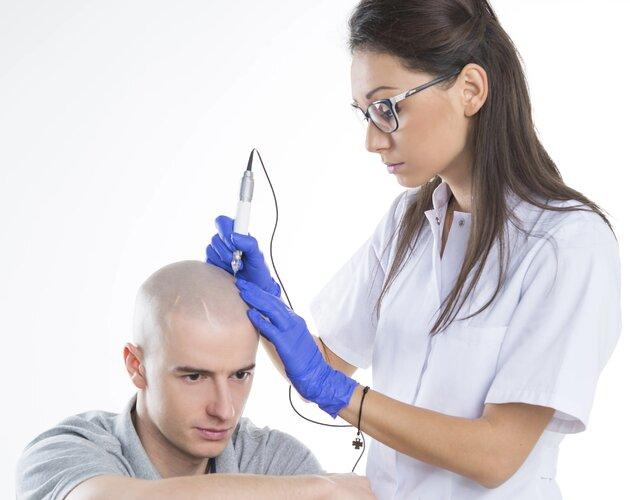 Wypadanie włosów - jak sobie radzić z problemem podpowiada specjalista