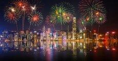Zdecydowanie warto zobaczyć spektakularny pokaz fajerwerków organizowany w grudniu w Porcie Wiktorii. Zdjęcie Krunja  Shutterstock.jpg