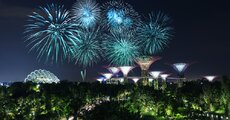 Pod koniec listopada przepiękny park Gardens by the Bay w Singapurze zmienia się w świąteczny jarmark – Christmas Wonderland. Zdjęcie BaLL LunLa  Shutterstock.jpg