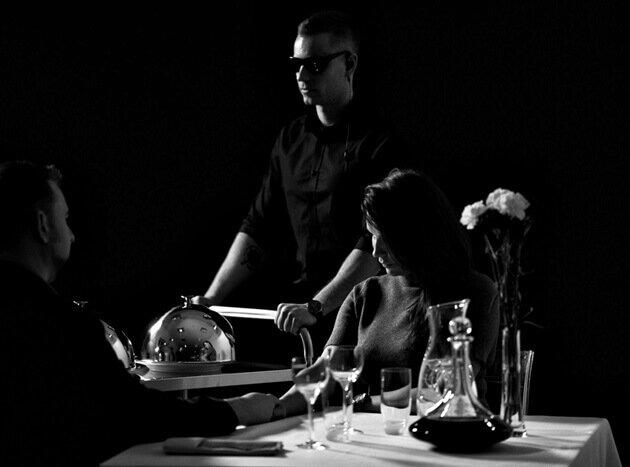 Restauracja w ciemności – uczta dla zmysłów i wsparcie dla podopiecznych fundacji
