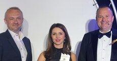 Joanna Sinkiewicz z nagrodą Manufacturing Award.JPG