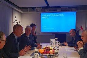 Minister Cyfryzacji w siedzibie Ericsson.jpg