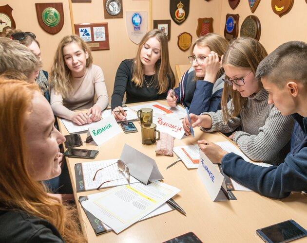 Alternatywne wakacje dla młodzieży z ideą CSR