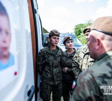 Żołnierze WOT szukają Dawida2.jpg
