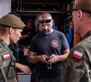 Żołnierze WOT szukają Dawida3.jpg