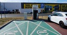 GreenWay Polskaudostępnił swoim klientom pierwszą w Polsce ładowarkę o mocy do 150 kW.JPG