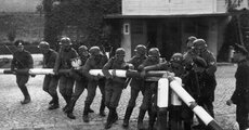 Germans_at_Polish_Border_(1939-09-01).jpg