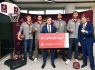 Koszykarze polskiej kadry narodowej z wizytą w Enerdze [ mat. wideo ]