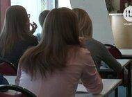 Uczniowie i rodzice coraz chętniej komunikują się ze szkołą online