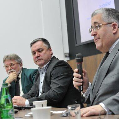 Od lewej: Henryk Karaś, KGHM, Jacek Kardela, wiceprezes KGHM, Mark Rachovides, prezydent Euromines
