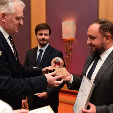 nagrode_odebral_rafal_pawelczak_dyrektor_naczalny_ds._badan_i_innowacji_w_kghm_polska_miedz_s.a_0.jp