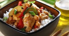 kurczak po azjatycku z ciecierzyca i warzywami.jpg