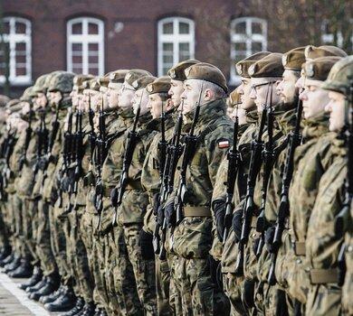 Inowrocław. Przysięga żołnierzy 8 Kujawsko - Pomorskiej Brygady OT