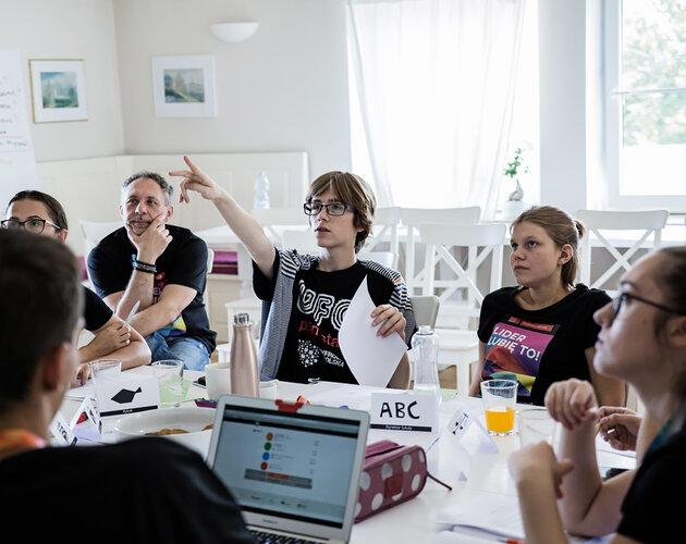 W małych miastach lepiej czuje się lokalną społeczność – Fundacja Świętego Mikołaja staruje z rekrutacją do 6. edycji Akademii Liderów