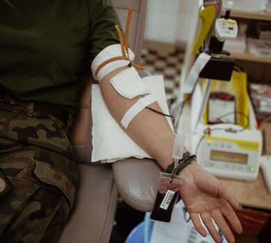 Żołnierze odpowiadają na apel i oddają krew