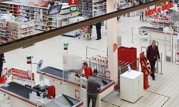 Auchan Piaseczno ochrona na linii kas