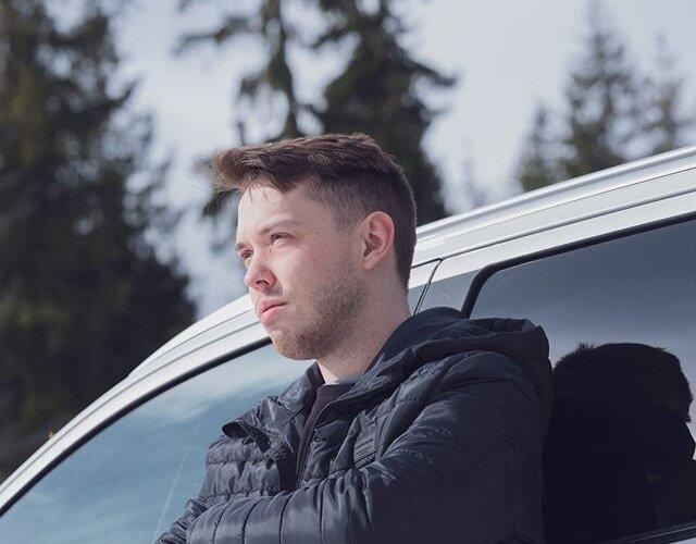 Przygotuj się na nowe przygody z #OutlanderPHEV ⚡ i poznaj go lepiej już teraz 👉 https://www.mitsubishi.pl/samochody/outlander-phev _________ Bohater: @marekiwaszkiewiczmusic Zdjęcie: @pporecki Produkcja: @andrzejripper