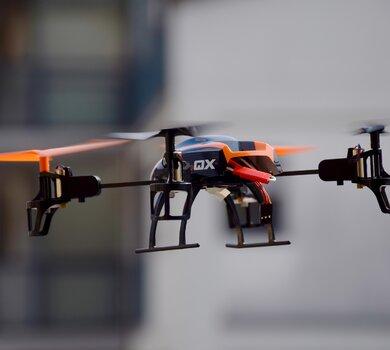 IP_Czy jestesmy przygotowani na niebo pelne dronow.jpg