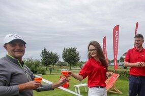 Na graczy czekały na polu golfowym dodatkowe atrakcje - m. in. pyszne drinki, które zapewnił partner strategiczny turnieju - Santander Bank Polska.