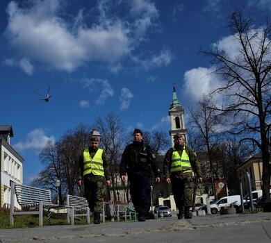 """Wspólne działania żołnierzy WOT i policjantów w ramach operacji pk. """"Odporna Wiosna"""""""