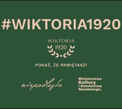 💯 lat temu Niepodległą obronili ludzie z całego kraju, tacy jak Ty czy ja. Pokażmy wspólnie, że cała Polska o nich pamięta! Rozejrzyj się wokół siebie, znajdź ślady historii sprzed stu lat i udostępnij je w formie zdjęcia w mediach społecznościowych z hasztagiem #Wiktoria1920.  Gdzie jest historia? Wszędzie! Może codziennie mijasz ulicę Bitwy Warszawskiej, czy skracasz drogę do domu Aleją Niepodległości, ale nigdy nie zwróciłeś na to uwagi? Może zobaczysz przebłysk historii na tarczy zegarku, gdy wybije godzina 19:20? A może na dnie szuflady masz zdjęcie rodzinne z początków II RP lub pożółkły list prababki? Czy raczej w kredensie u dziadków chowa się zdobny talerz, który pamięta burzliwy rok 1920?  Wszelkie kreatywne pomysły i nawiązania mile widziane! https://niepodlegla.gov.pl/wiktoria-1920/wiktoria1920/ ------ Za pomoc przy produkcji dziękujemy: pani Grażynie Siweckiej, pani Elżbiecie Wichrowskiej, panu Tadeuszowi Pepłowskiemu, leśniczemu Piotrowi Głowaczowi, Drużynie piłki nożnej MUKS Praga Warszawa, jej trenerowi Marku Anglartowi.