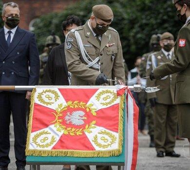 Uroczystość wręczenia sztandaru wojskowego 8 Kujawsko - Pomorskiej Brygadzie OT