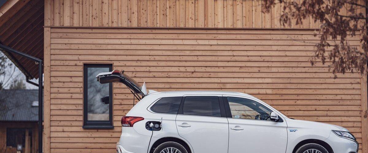 Nowy plan środowiskowy Mitsubishi Motors - 40% redukcja emisji CO2 i 50% udziału aut elektrycznych do 2030 roku. https://t.co/EC3NuRKBAR https://t.co/6VPvHh9FzA