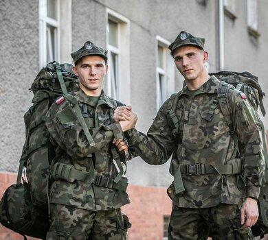 Bracia Janikowscy pierwszego dnia po powołaniu do WOT