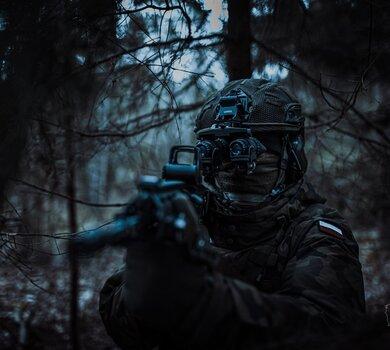 Szkolenie żołnierzy 1 Podlaskiej Brygady OT z wykorzystaniem hełmów HP-05