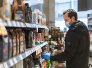 Koronawirus a zakupy: w drugiej fali Polacy wydają więcej i wybierają droższe produkty