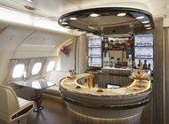 Nowy Aribus A380 linii Emirates z klasą ekonomiczną premium kursuje na trasie do Londynu