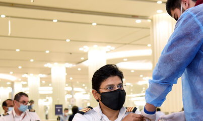 Grupa Emirates rozpoczyna program szczepień przeciwko wirusowi COVID-19 dla pracowników w ZEA