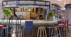 Hotel Campanile Eindhoven w Niderlandach_bar.JPG