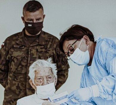 Wsparcie seniorów i kombatantów w procesie szczepień