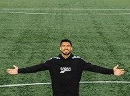 Po zdobyciu 500 goli Luis Suárez przekazuje 500 podpisanych piłek