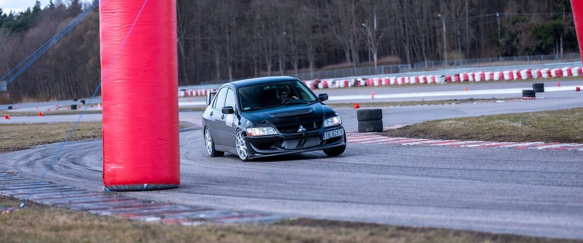 Wielkie Starcie - Mitsubishi Lancer Evolution vs Subaru Impreza https://t.co/lYIroE82j9 https://t.co/qSuqQo2Uft