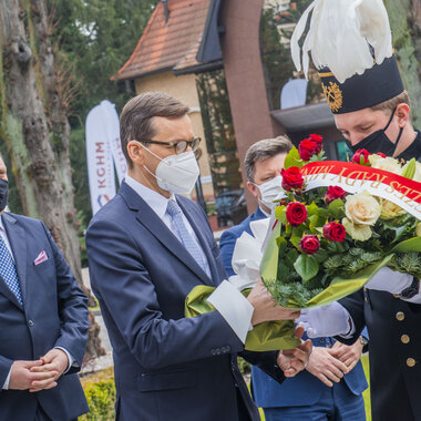 Mateusz Morawiecki lays flowers at the memorial to the victims of work accidents at KGHM