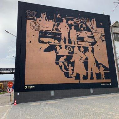 mural na budynku KGHM ZANAM