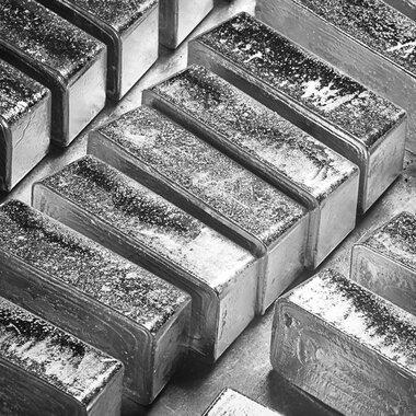 Gąski srebra tuż po odlewie.jpg