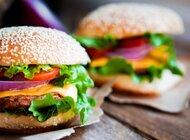 Dlaczego kochamy burgery? Odkrywamy sekret bułki z wołowiną