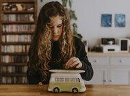 Dzień Dziecka 2021: to dziecinnie proste, czyli jak uchronić naszą pociechę przed długami w dorosłym życiu?