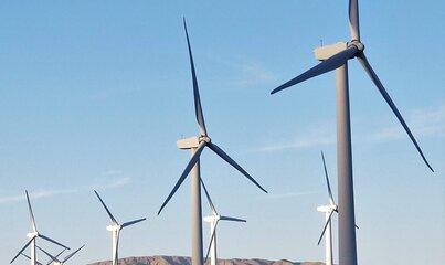 USA najbardziej atrakcyjne pod względem inwestycji w energię odnawialną, Polska awansuje o sześć pozycji w najnowszym rankingu EY