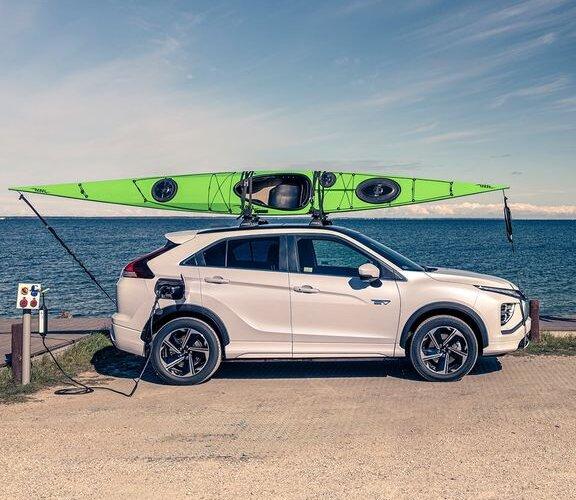 Dlaczego warto postawić na zieloną energię? Co wziąć pod uwagę przy wyborze hybrydy plug-in? Czym charakteryzują się samochody hybrydowe i jakie są ich zalety? Jak oszczędzać na jeździe z #EclipseCrossPHEV? Odpowiedzi na te pytania...