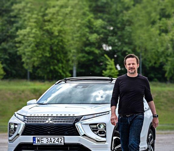 """Bartłomiej Topa został ambasadorem #EclipseCrossPHEV! Bohater """"Eko-Tropów"""" od dawna stawia na zieloną energię i promuje ekologiczny styl życia. Teraz w jego działaniach będzie go wspierać najnowsza hybryda plug-in #Mitsubishi."""