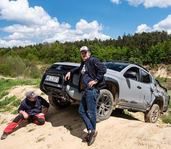 Nasz ambasador Bartłomiej Topa i Adam Kwiatek z Terenwizja przygotowali nowy cykl survivalowy, który pokaże Wam kulisy offroadu i zaprezentuje możliwości limitowanej wersji #L200Stark.