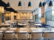 Zestaw z kanapką za 130 złotych. Restauracja hotelu Campanile Warszawa bawi się street foodową konwencją