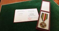 Brązowy Medal Wojska Polskiego przyznany brytyjskiemu podoficerowi (3).jpg