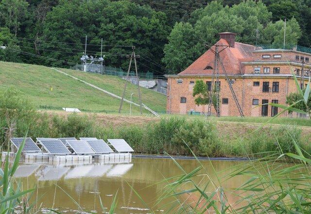 Fot. Energa Wytwarzanie - panele PV na wodzie - zbiornik w Łapinie DSC_0053.jpg