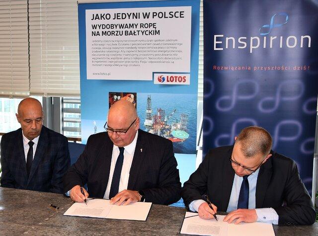 TETRA. Podpisanie umowy przez zarząd LOTOS Petrobaltic i prezesa spółki  Enspirion.jpg